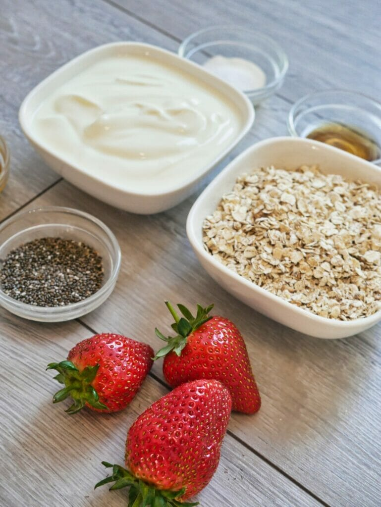 strawberry overnight oats ingredients