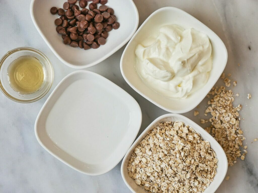 ingredients for chocolate chip overnight oats