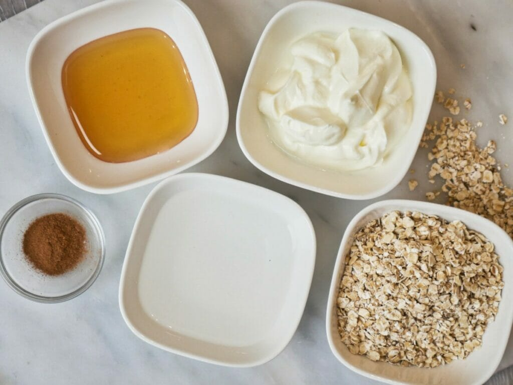 ingredients for cinnamon overnight oats