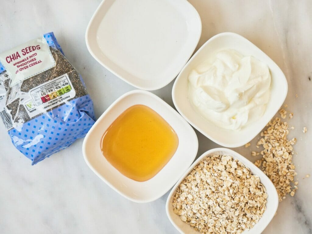ingredients for honey overnight oats